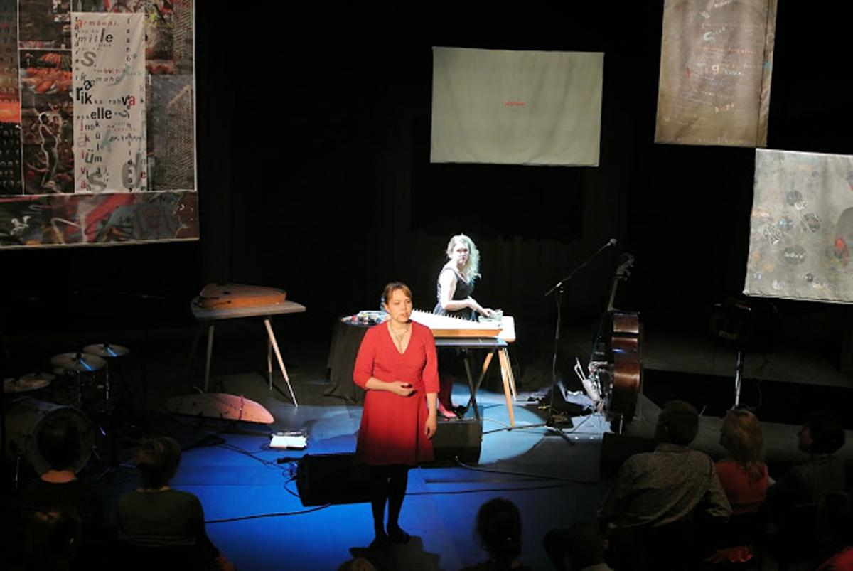 (FOTO: Jussi Tiainen) Die estnische Sängerin Mari Kalkun auf der Bühne
