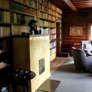 (FOTO: Finntastic) Im Wohnzimmer von Ainola rauchte Jean Sibelius gerne eine Zigarre.