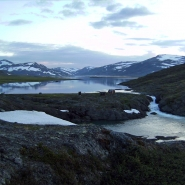 (FOTO: Dietrich Bender) Die wilde Landschaft am Sorjosjaure im schwedischen Padjelanta Nationalpark.