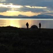 (FOTO: Dietrich Bender) Besonders beeindruckend: Die Sonnenuntergänge am Virihaure, Schwedens größtem, natürliche See.