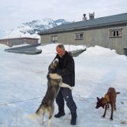 (FOTO: Dietrich Bender) Gleich geht es los! Dietrich Bender liebt Schlittenhundefahrten durch die endlos, weiten Schneelandschaften Skandinaviens.