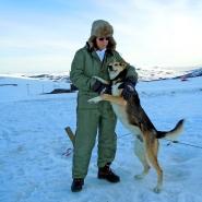 (FOTO: Dietrich Bender) Streicheleinheiten erwünscht! Auch die Huskies mögen Zuwendung.