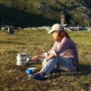(FOTO: Dietrich Bender) Provisorische Kochstelle: für Dietrichs Frau Sigrid kein Problem.