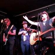 (FOTO: Finntastic) Die Dark Ride Brothers rocken die Bühne und begeistern das Kaiserkeller-Publikum.
