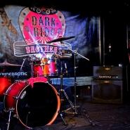(FOTO: Finntastic) Die Bühne kurz vor dem spektakulären Auftritt der Dark Ride Brothers.