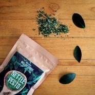 (FOTO: Finnflavours) Das Nesselpesto von Helsinki Wildfoods eignet sich ideal für die Herstellung leckerer Brotaufstriche, Nudelpesto und auch zum Verfeinern von Salatdressings.