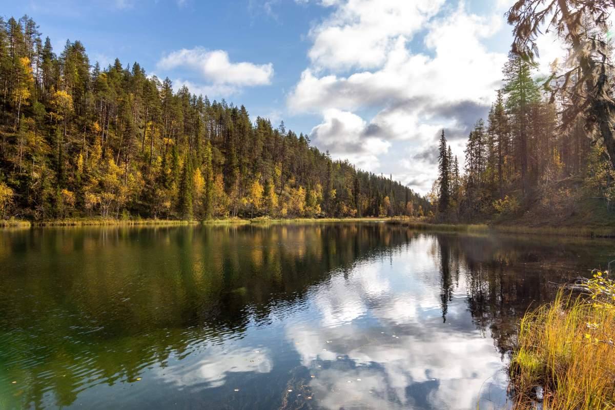 (FOTO: Anja Degiampietro) Am Äkässaivo-See in der Nähe von Äkäslompolo scheint es, als würde die Zeit still stehen.