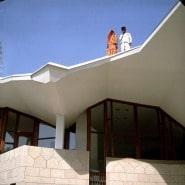 """(FOTO: Illustration aus Kaisa Broner-Bauers Buch """"Visions of architecture"""", Oku Publishing) Das Gebäude der finnischen Botschaft in Neu Delhi ist die architektonische Entsprechung der finnischen Seele."""