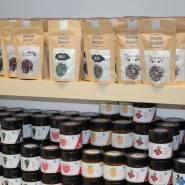 (FOTO: Finntastic) Poikain Parhaat bieten auch unterschiedliche Tees  und Marmeladen  an. Der Savusaunatee ist sicher vom Geschmack her  eher speziell.