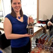 (FOTO: Finntastic) Der alkoholfreie Moltebeersekt von Saiman Marja ist das ideale Partygetränk aus Finnland.