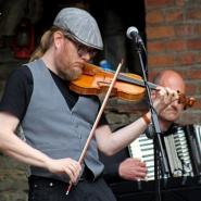 """(FOTO: Finntastic) Mikko Kuisma an der Geige und Akkordeonist Norbert Bremes sorgten für das richtige """"Tango-Feeling""""."""