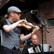 (FOTO: Finntastic) Mikko Kuisma an der Geige faszinierte mit tollen Solo-Passagen auf der Geige.