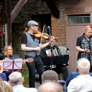 (FOTO: Finntastic) Gemeinsam zogen Claudia Brendler und die Tangoband Uusikuu das Kronberger Publikum in ihren Bann.