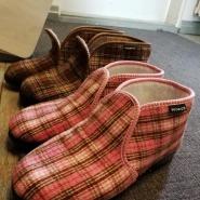 (FOTO: Elli Jobbágy) Für warme Füße sorgen Filzpantoffeln aus Finnland.