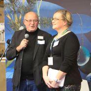 (FOTO: Finntastic)  Joachim Diesner und Päivi Karhunen begrüßen die geladenen Gäste zum kulinarischen Finnlandevent am  finnischen Pavillion.