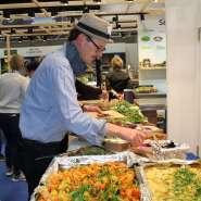 """(FOTO: Finntastic) Hessens Spitzenkoch Reiner Neidhart zu Besuch im Messerestaurant """"Seenland Saimaa""""."""