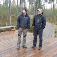 (FOTO: Hike and See) Christian Kaminski (links) und Andreas Diehl im Basecamp in Ilomantsi, Ostfinnland.