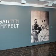 (FOTO: Finntastic) Wir erfahren, dass Elisabeth Järnefelt eine bedeutende Förderin der finnischen Kunst und Kultur war.