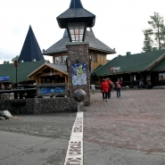 (FOTO: Finntastic) Hoch oben am Polarkreis, dem nördlichsten Breitengrad, hat der Weihnachtsmann seinen Firmensitz.