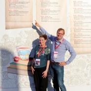 (FOTO: Finntastic) Anne und Olof vor ihrem Vortrag im Yogi-Tee-Zelt auf der Frankfurter Buchmesse 2018