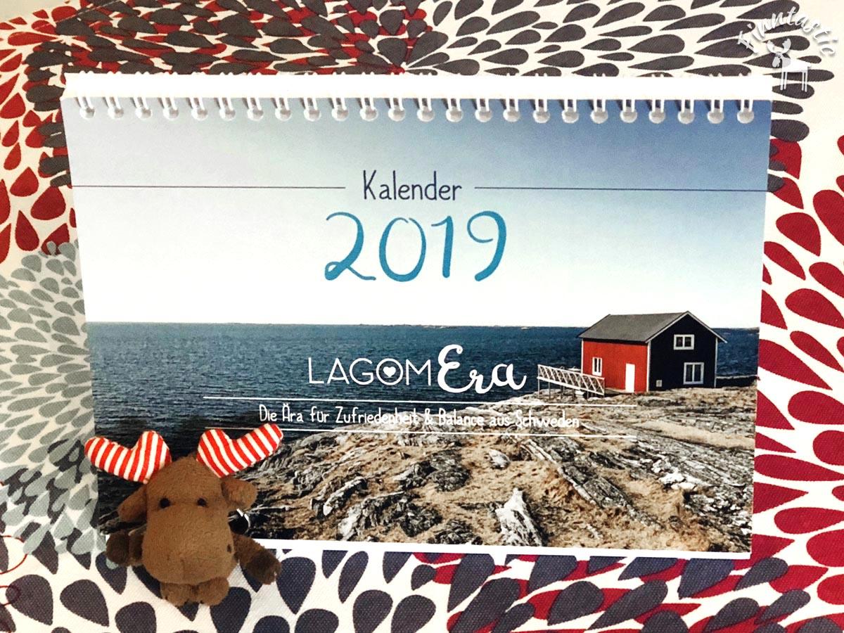 (FOTO: Finntastic) Janne-Oskari ist gespannt, wie ihn der Lagomera-Wochenkalender 2019 im neuen Jahr bei seinem Lagom-Weg unterstützen wird.