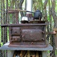 (FOTO: Finntastic) Den alten Ofen haben Brigitte und Uwe von einer alten Samin geerbt. Er funktioniert bis heute einwandfrei.