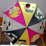 (FOTO: Finntastic) Auch die Mumins gibt es bei Little Finland, sei es als Regenschirm, Socken, Mützen oder Schals.