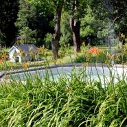 (FOTO: Finntastic) Der Innenhof und angrenzende Garten des Lottamuseums ist der ideale Ort zum Entspannen.
