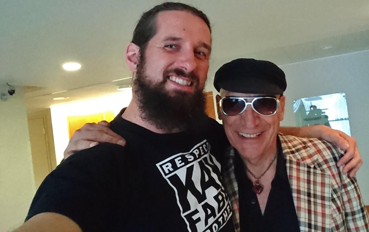 (Bildrechte: Udo Wonz) Udo Wonz (links) und der älteste Teilnehmer der Luftgitarrenweltmeisterschaft 2016, Mr. Bob (73!)