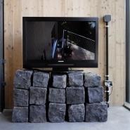 (FOTO: Juhani Karanka) Ein Videofilm zeigt Aufnahmen der Häuser vor Ort.