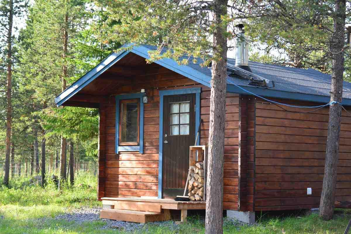 (FOTO: Liane Gruda) Zum kleinen Pensionskomplex der Nutti Sámi Siida gehört auch eine Rauchsauna.