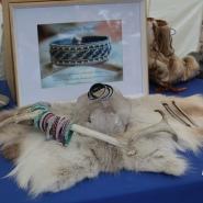 (FOTO: Finntastic) Für ein Sami-Armband benötigt Melanie Knizia-Pawolta rund 6 Stunden.
