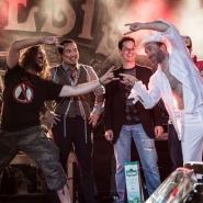 """(FOTO: Fuchse Fotografie) """"Onkel Udo"""" Wonz, Viet """"Airry Houdini"""" Nguyen, Marc """"Airbreaker"""" Dumont und Patrick """"Ehrwolf"""" Culek bei der Deutschen Luftgitarrenmeisterschaft in München (von links nach rechts)"""