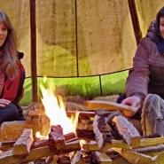 (FOTO: RENRAJD vualka) RENRAJD vualka bietet Erzählabende am Lagerfeuer mit Geschichten aus Lappland an.