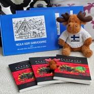 (FOTO: Finntastic) Janne-Oskari und Mika-Waltari wünschen Euch viel Glück bei der Teilnahme am Sámi-Gewinnspiel. (Hinweis: Die Elche sind nicht Teil des Gewinns)