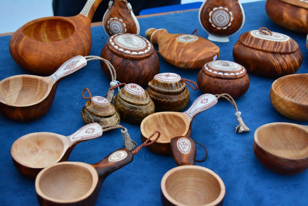 (FOTO: Liane Gruda) handgemacht Becher aus Holz