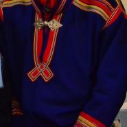 (FOTO: Liane Gruda) Die samische Tracht ist sehr farbenfroh