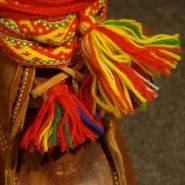 (FOTO: Liane Gruda) Die Schuhe aus Rentierfell sind warm und schützen vor Kälte und Nässe.