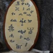 (FOTO: Liane Gruda) Schamanische Zeichen, wie sie auch auf den Trommeln der Samen zu finden sind.