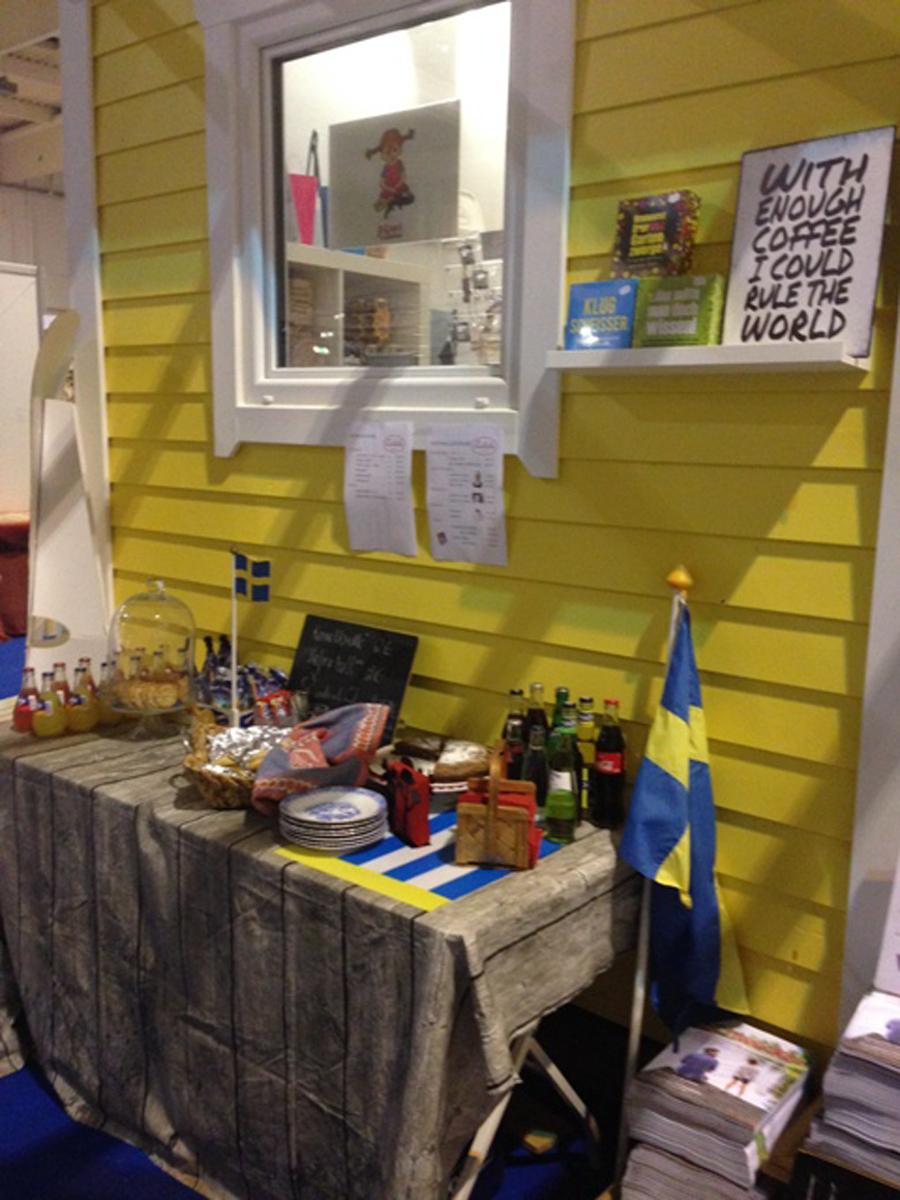 """(FOTO: Carmela Mellström) Im Schwedencafé """"Kanelbullen"""" auf der Skandinavien Welt in Essen gab es ein reichhaltiges Kuchenbuffet und leckere Zimtschnecken."""