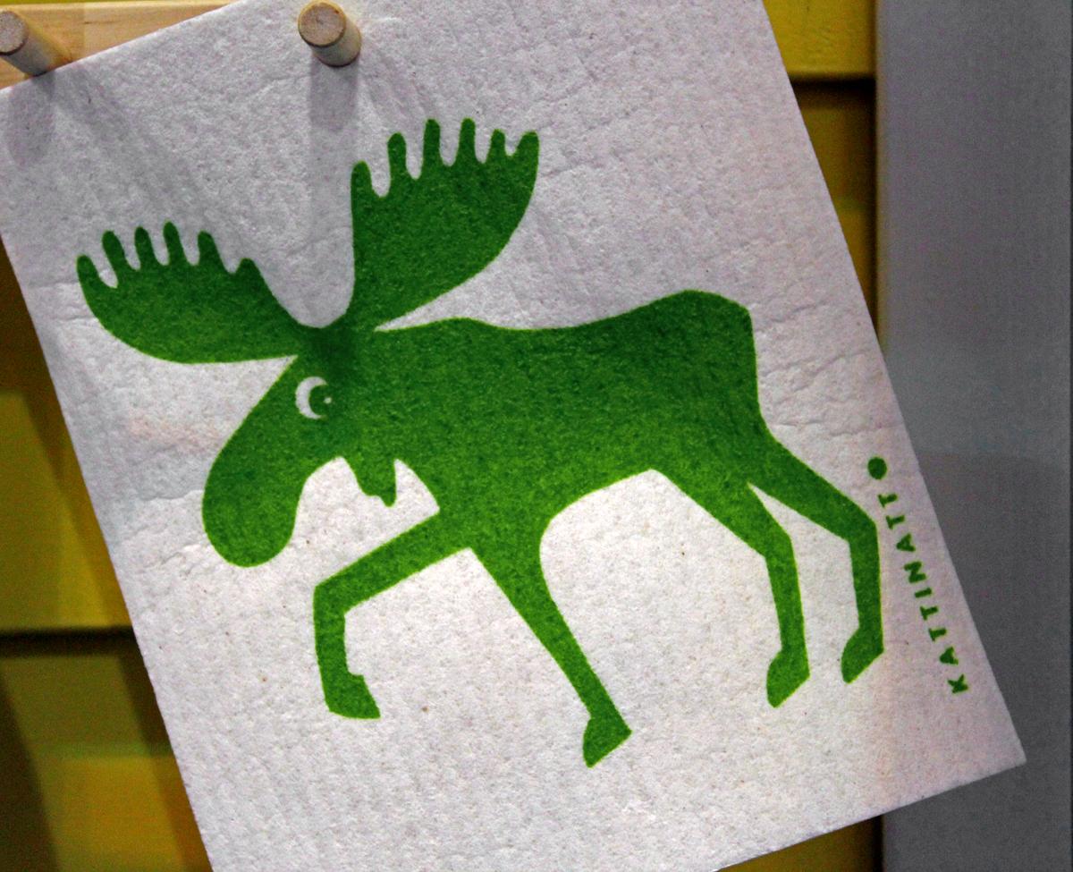(FOTO: Finntastic) Mit den lustigen Schwammtüchern mit Elchmotiv wird das Spülen nicht langweilig.