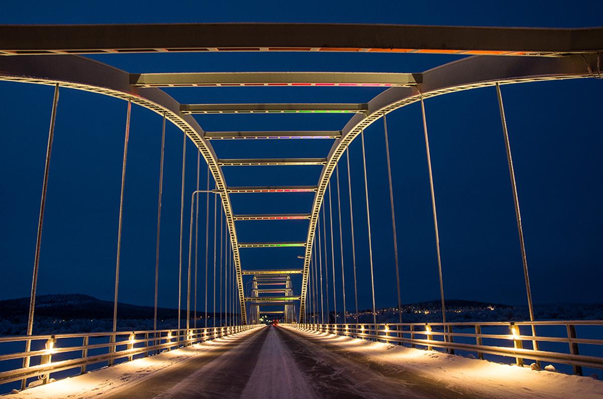(FOTO: Matti Björninen) Die Aavasaksa Brücke verbindet Ylitornio, auf finnische Seite mit der Stadt Övertorneå in Schweden.