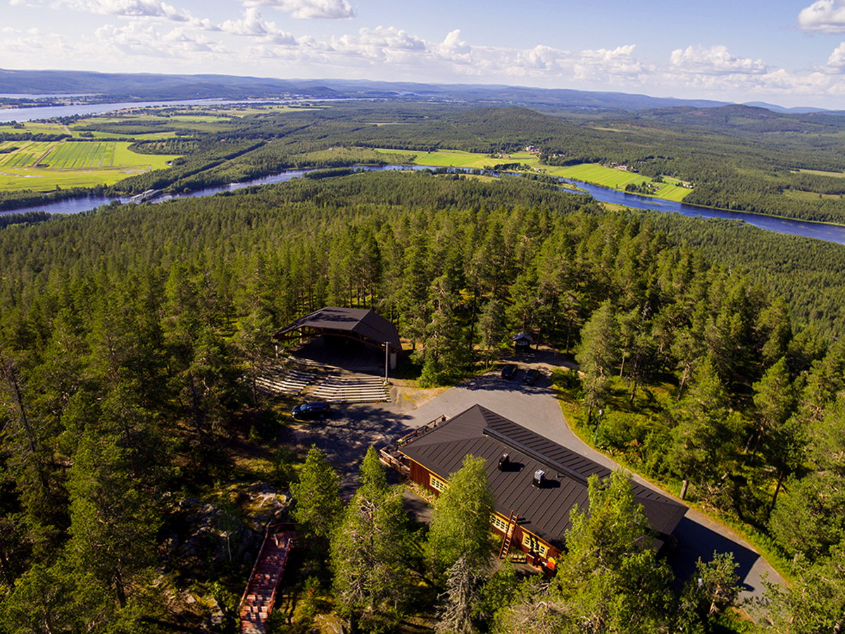 (FOTO: Matti Björninen) Auf einem Hügel des Kruununpuisto befindet sich das Restaurant und Bistro Aavasaksa Paviljonki.