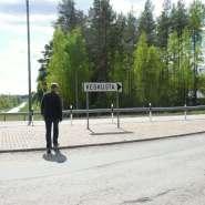 (FOTO: Mikael Diehl) Mikael auf dem Weg ins Zentrum von Taavetti.