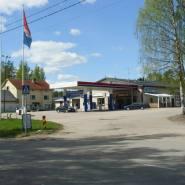 (FOTO: Mikael Diehl) Klein aber fein, die Tankstelle von Taavetti.