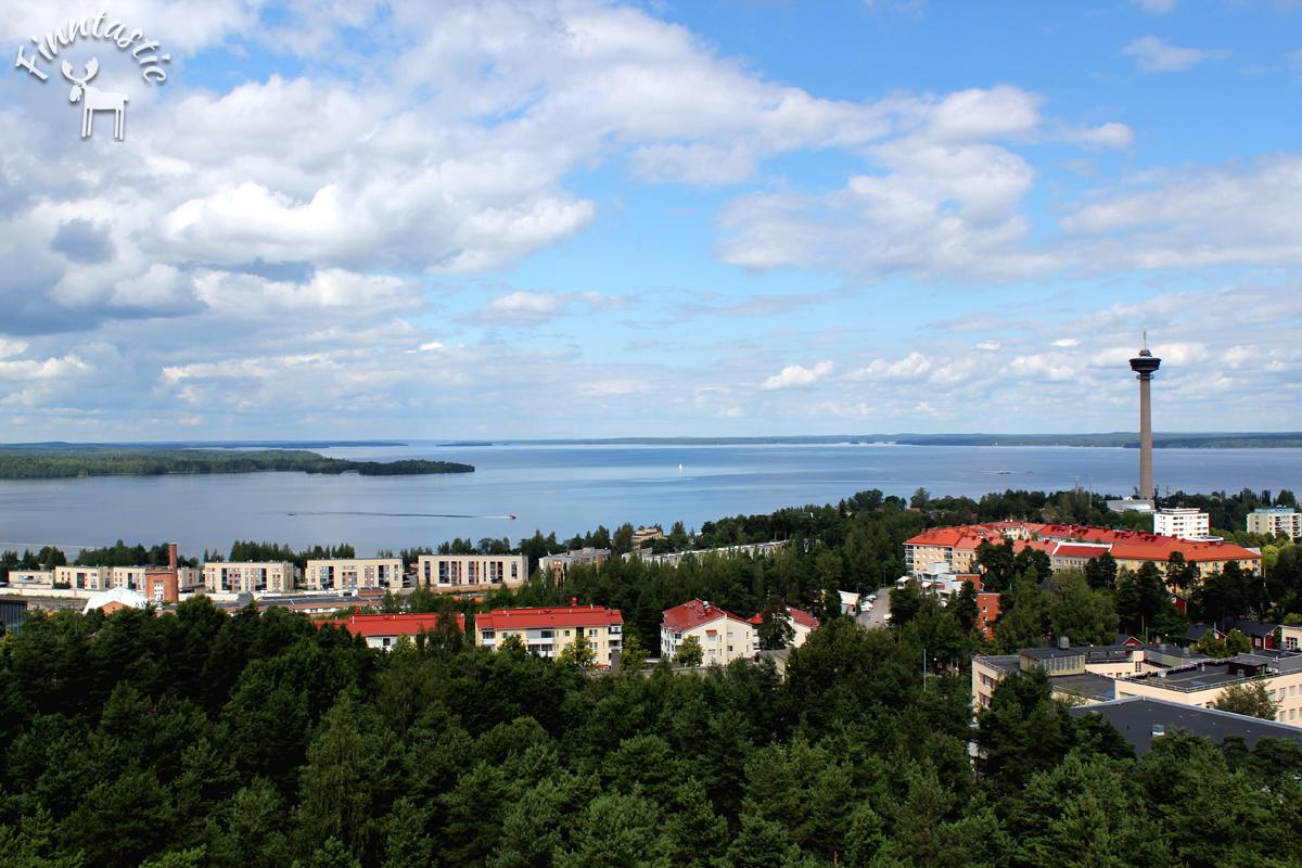 (FOTO: Finntastic) Vom Pynikki Aussichtsturm hat man einen finntastischen Blick über die tolle Wald- und Seenlandschaft von Tampere.
