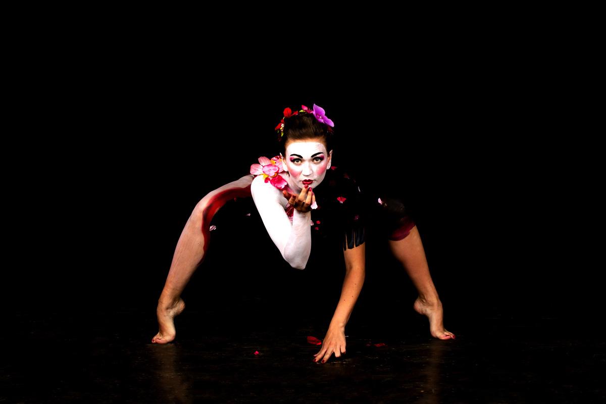 "(Photo: Jean-Claude Néron) The Geisha Photoexhibiton: ""Leave Noon Behind"""