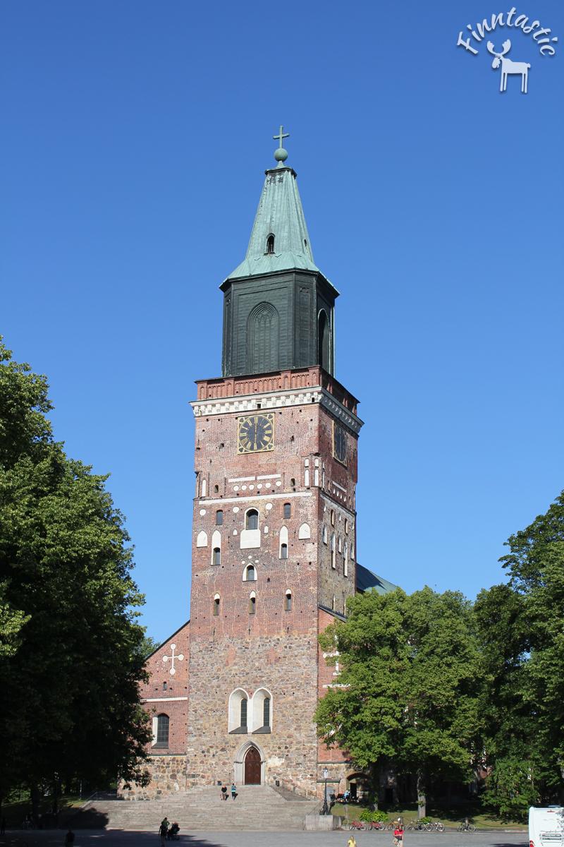 (FOTO: Finntastic) Der alte Dom von Turku mit einer alten Grabstätte und einem Museum ist sicher einen Besuch wert.