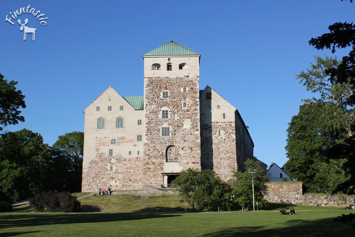 (FOTO: Finntastic) Die mittelalterliche Burg von Turku liegt an der Flußmündung des Auranjoki. Im Inneren befindet sich heute ein Geschichtsmuseum. Eine tolle Möglichkeit, um sich auf eine Zeitreise in die finnische Vergangenheit zu begeben.