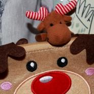 (FOTO: Finntastic) Ist es nicht süß, das Rentiertäschchen im Postkartenformat? Janne-Oskari würde es am Liebsten selbst behalten...;)
